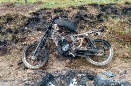 Homem é ameaçado e tem moto queimada em São João do Triunfo