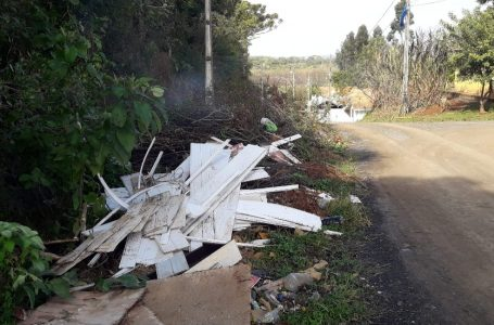Moradores relatam descarte irregular de lixo em bairro de São Mateus do Sul