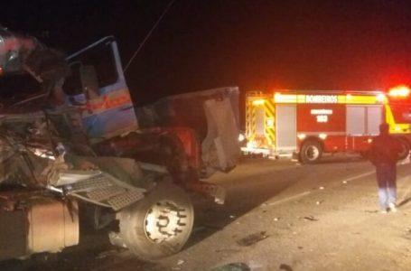 Motorista de Palmeira é ejetado do caminhão durante acidente na BR-116