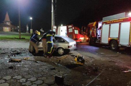 Motorista fica preso às ferragens em grave acidente na BR-476