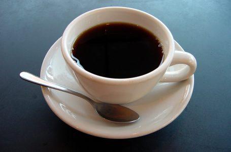 Brasileiro bebe cinco vezes mais café que cerveja, diz IBGE