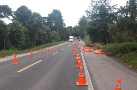 Trecho da BR 280 é liberado após interdição causada por deslizamento