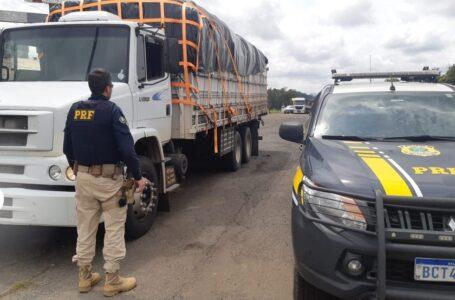 Motorista é preso com 200 mil maços de cigarros contrabandeados, em Palmeira