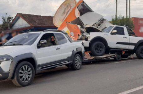 Trailer de lanches é atingido por caminhonete e fica destruído em União da Vitória