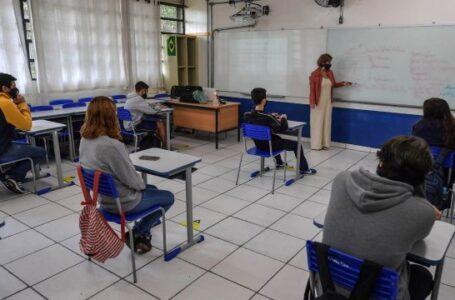 Governo repassa a diretores das escolas a responsabilidade pelo controle da pandemia