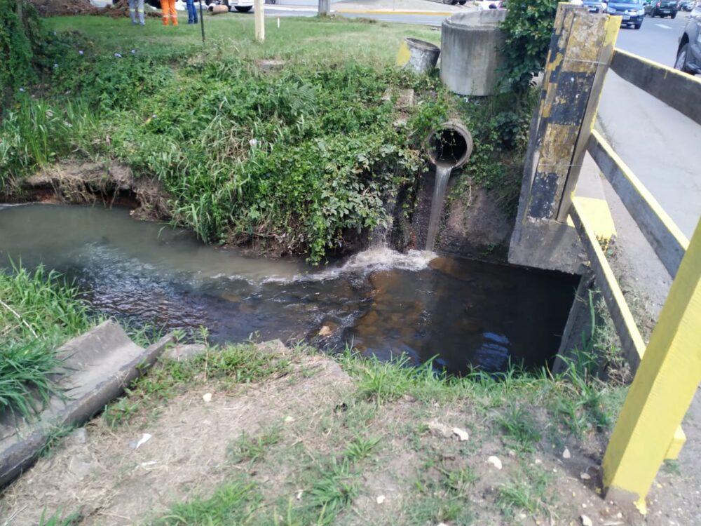 Moradores se preocupam com mau cheiro no Rio Canoas
