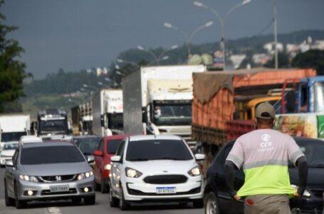 Caminhoneiros param em pontos isolados após governo negar greve