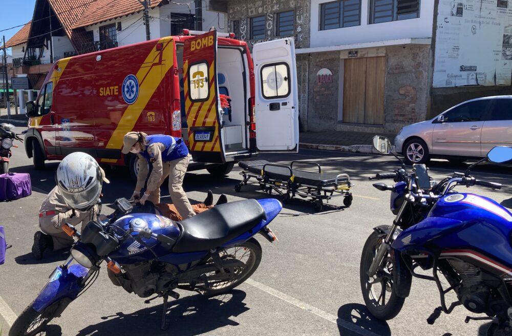 Motoboy sofre fratura na clavícula após colisão no Centro de São Mateus do Sul