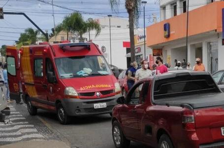 Vídeo: mulher é atropelada no Centro de Palmeira na tarde desta segunda (29)