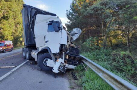 VÍDEO: duas carretas colidem na BR-280, entre Canoinhas e Mafra
