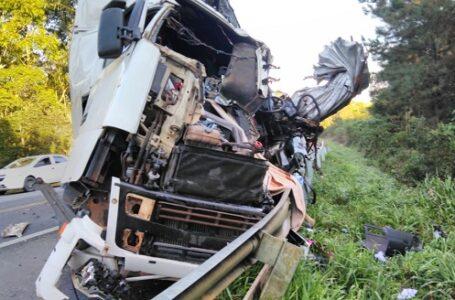 Carreta que se envolveu em acidente na BR-280 tem placas de Mallet