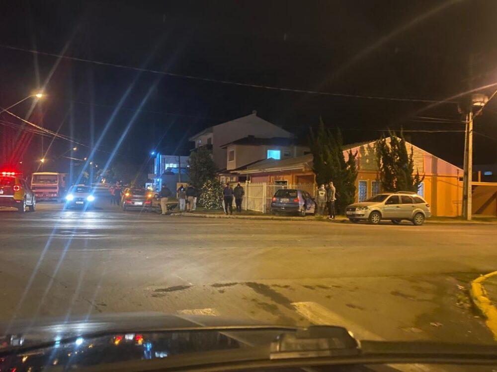 Vídeo: Veículos colidem próximo a Panificadora Thalia na noite desta segunda (7)