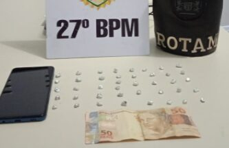 Rotam desmantela ponto de tráfico de drogas e homem é preso na Vila Buaski