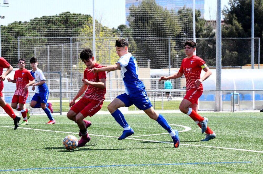 Jovem são-mateuense se consagra campeão da liga espanhola de futebol sub-15, a La Liga