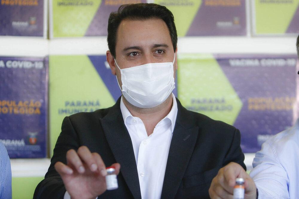 População adulta do Paraná deve receber 1ª dose da vacina contra a covid-19 até setembro, diz Ratinho Jr