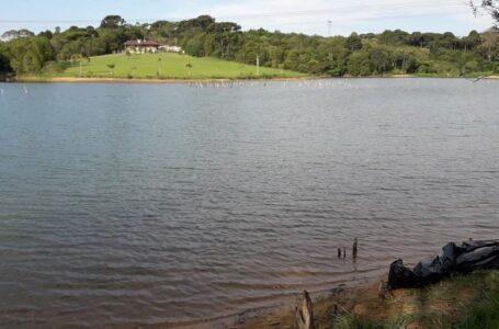 Criança de 6 anos tenta salvar amigo e morre afogado em Campo Largo