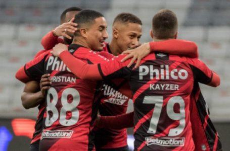 Com dois de Terans, Athletico bate o Atlético-GO e larga em vantagem na Copa do Brasil