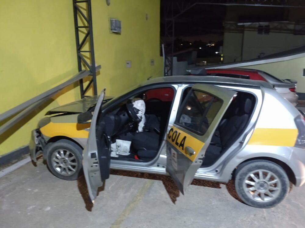Condutora colide veículo contra parede em Canoinhas