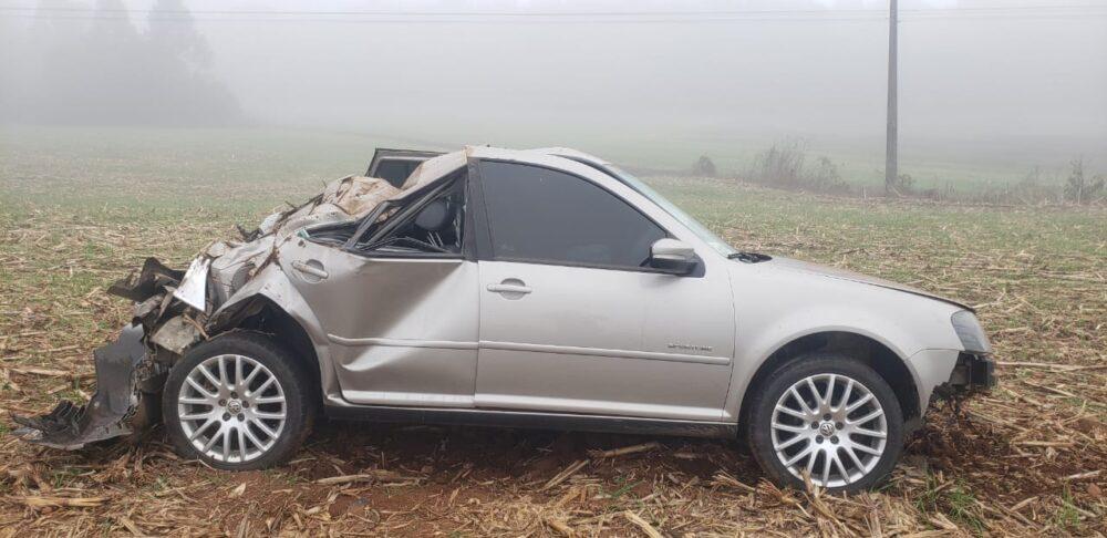 Motorista é socorrido após acidente na PR-151, próximo à entrada do Espigãozinho