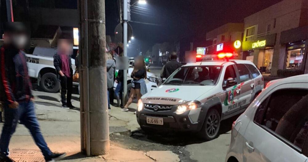 PM flagra cerca de 380 pessoas em festa no centro de Canoinhas