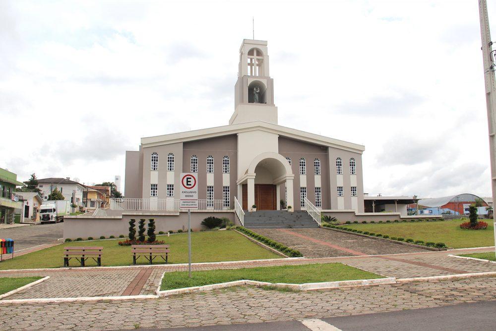 Paróquia de Antônio Olinto celebra 43 anos de história