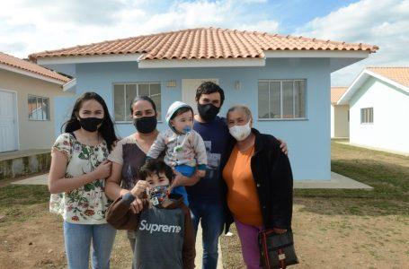 Famílias de São João do Triunfo recebem chaves da casa própria