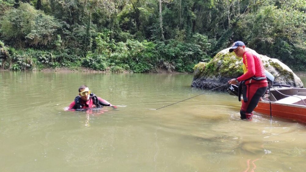 Bombeiros de Papanduva localizam corpo de rapaz desaparecido no Rio Itajaí